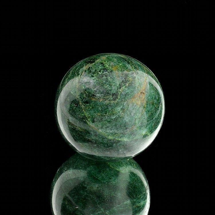 Камень авантюрин - свойства, значение и  влияние на разные знаки зодиака (фото)