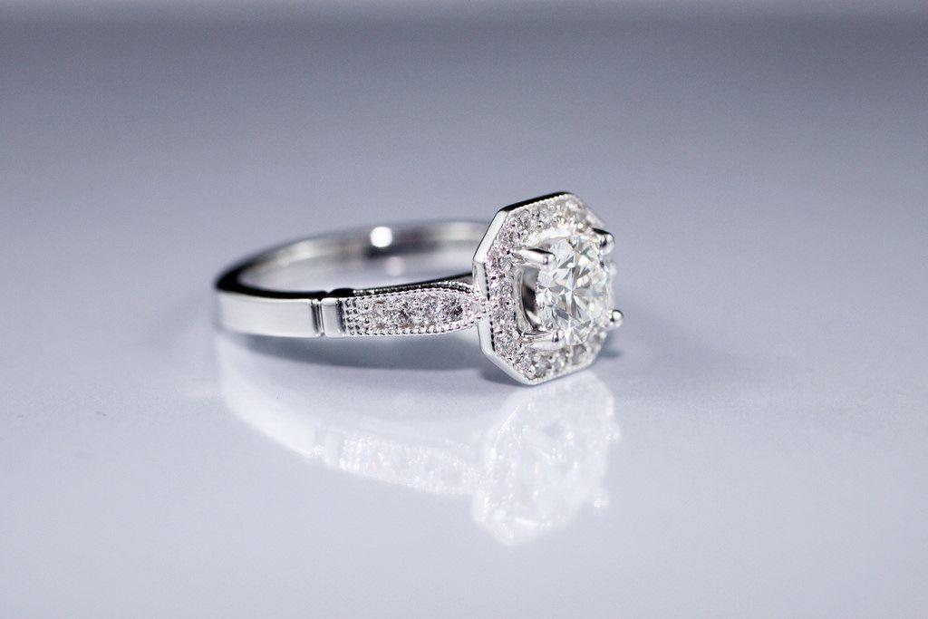 Какими свойствами обладает алмаз