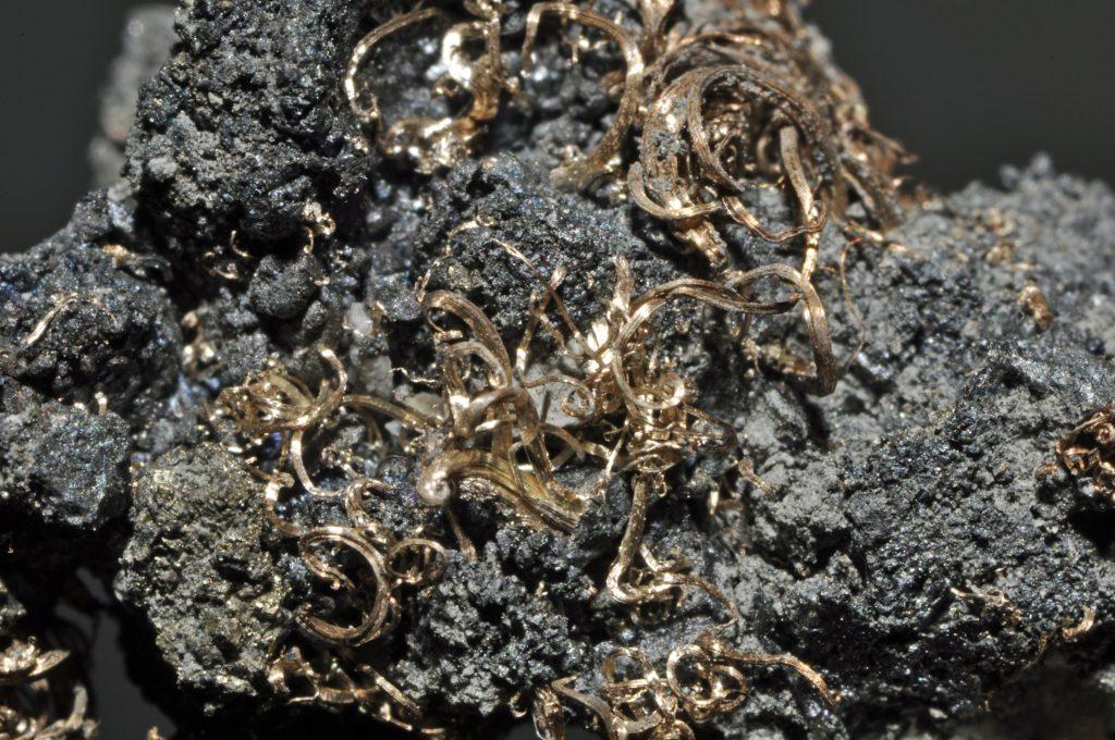Камень акантит - свойства, значение и влияние на разные знаки зодиака
