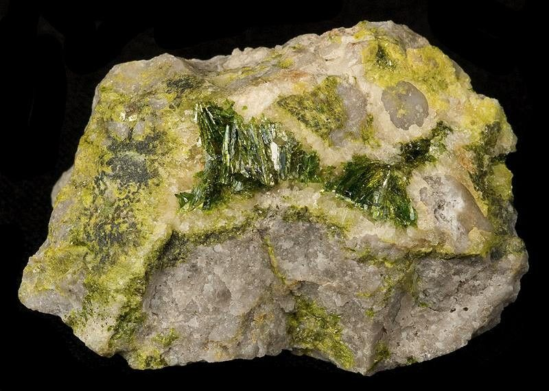Алунит – свойства и способы применения.