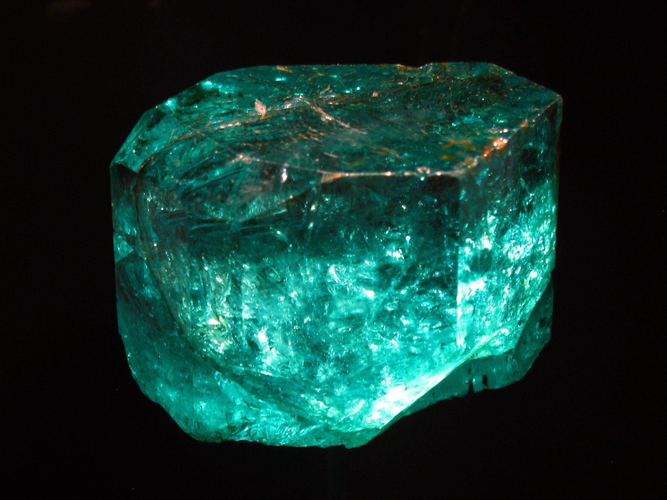 Камень изумруд и его магические свойства по знакам Зодиака